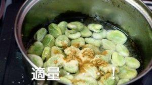 材料を鍋に入れる